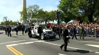 Pope parades through Washington, D.C. - Video