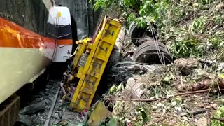 Taiwan train derails killing dozens