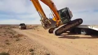 Azaming talent of heavy machine operator  - Video