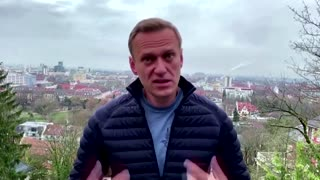 Poisoned critic will return to Russia, face risks