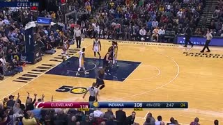 LeBron James Viciously STUFFS Paul George for 800th Block, Kyle Korver Bombs 3s From EVERYWHERE - Video