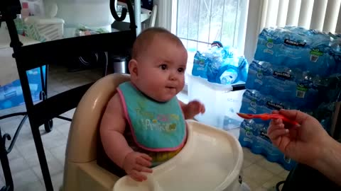 Baby can't stop dancing during lunchtime