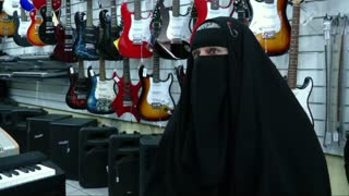 Heavy metal Muslim seeks acceptance of her burka - Video