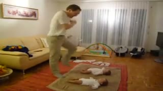 two little baby dance - Video