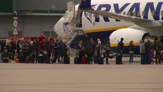 Ryanair shares take off on profit upgrade - Video