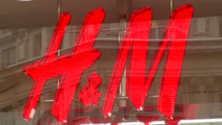 Warm weather cools H&M sales