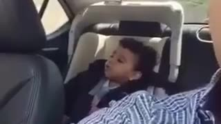 A kid singing chavoshi song - Video