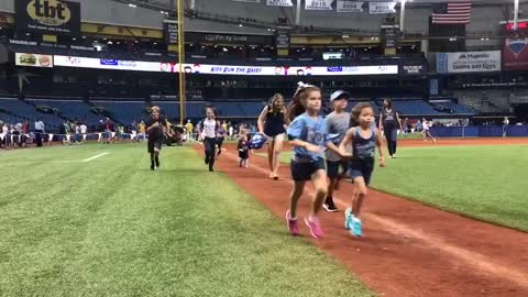 MLB player's 2-year-old would rather dance than run around bases