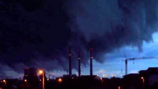 Eerie footage of approaching storm clouds - Video