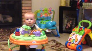 Baby sings along to acoustic performance - Video