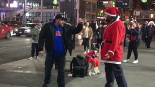Drunk Guy Punches Santa - Video