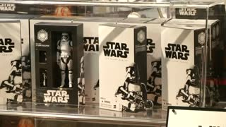 'Star Wars: The Force Awakens' toys hit Tokyo - Video