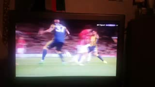 Lingard with a stunning goal out of the box - Video