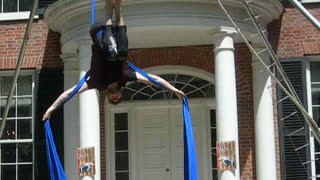 Man performs aerial silks routine - Video