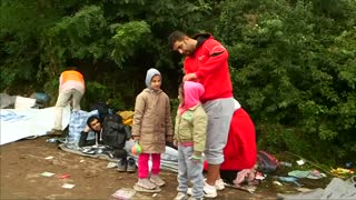 Former Syrian pro basketball player amongst migrants - Video