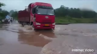 Truck driver deliberately crashes into levee to prevent flooding - Video
