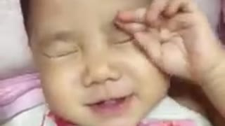 Funny Babies Videos Try Not To Laugh - Funny Baby Compilation 2016 - Video