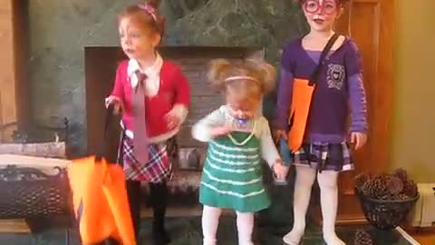 Adorable Sisters dressed as the Chippettes lip syncing