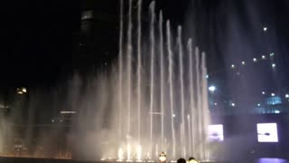 Dubai mall dancing fountain - Video