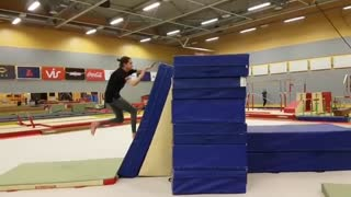 Parkour gym black shirt flip fail - Video