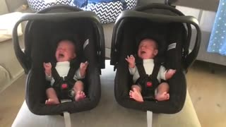 Identical twin babies cry in exact same manner - Video