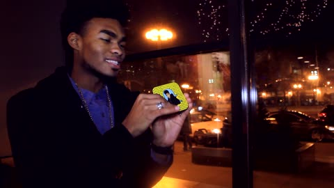 Magician uses Snapchat for some new age street magic