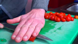 Life Hack: How to cut cherry tomatoes in seconds - Video