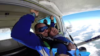 marcin tandem jump at irish parachute club - Video