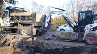 E50 and A300 Loading Big Rock Into Truck - Video