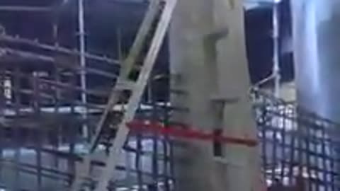 """Walking"" ladder defies laws of physics"