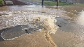 Water Main Break in Washington - Video