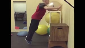 Teenager fails at parkour - Video
