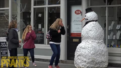 Creepy Snowman Pranks Unsuspecting Victims
