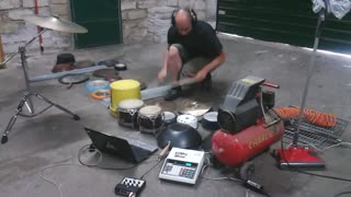 Performer uses garage items to create music - Video