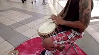 Showing djemebe skills on street - Video