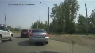 Smart Driver Shows How To Deal With Road Rage Vigilante - Video