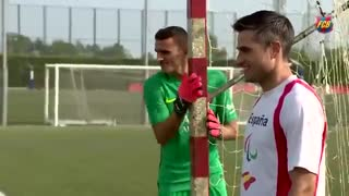 VIDEO: Did, Messi, Sergio Busquets and Rakitic score from the penalty spot blindfolded? - Video