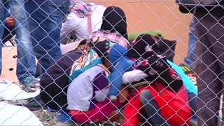 Hundreds of migrants cross into Macedonia - Video