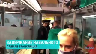 Alexei Navalny Says Goodby to His Wife Before Arrest