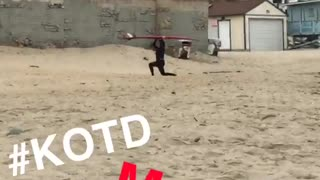 Kook malibu monday work out on beach - Video
