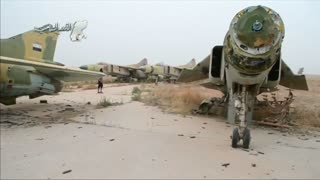 Insurgent attack on Syrian airbase kills 56 soldiers - Video