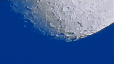 Amazingly clear zoom-in detail of the moon
