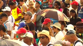 Thousands of Cubans pack papal Mass