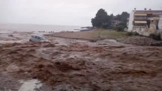 Disastrous flooding in Greece sweeps cars right into the sea - Video
