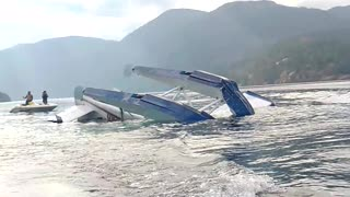 Plane Crashes into Comox Lake - Video