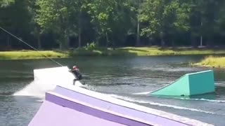 Yellow wakeboard white ramp fail - Video