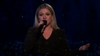 Kelly Clarkson Breaks Down In Tears During Her 2018 Billboard Music Awards Opening Speech