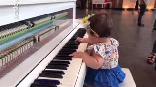 Baby playing piano  - Video
