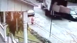 Box Truck Rolls Down a Hill, Hits Parked Car and Nearly Crashes into a House - Video