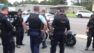 Police and Biker Veteran Argue - Video